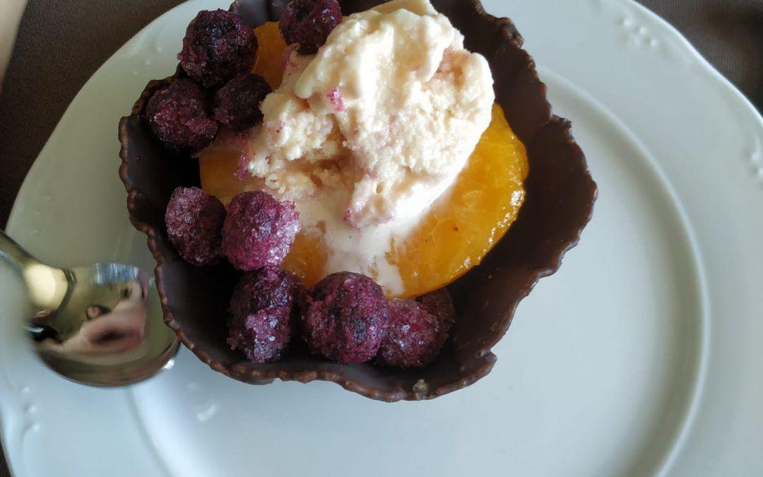 Tartaleta de helado de melocotón con vino
